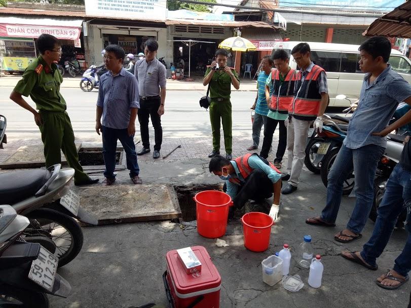 Thế Kỷ Mới lấy mẫu với Cảnh sát Kinh Tế Quận Tân Phú
