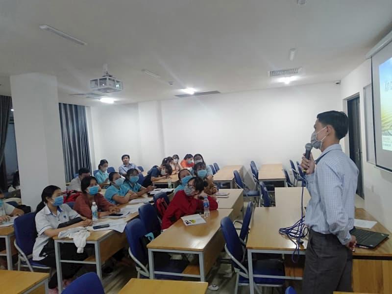 chia sẻ kiến thức nâng cao chuyên môn cho sinh viên môi trường HUFI
