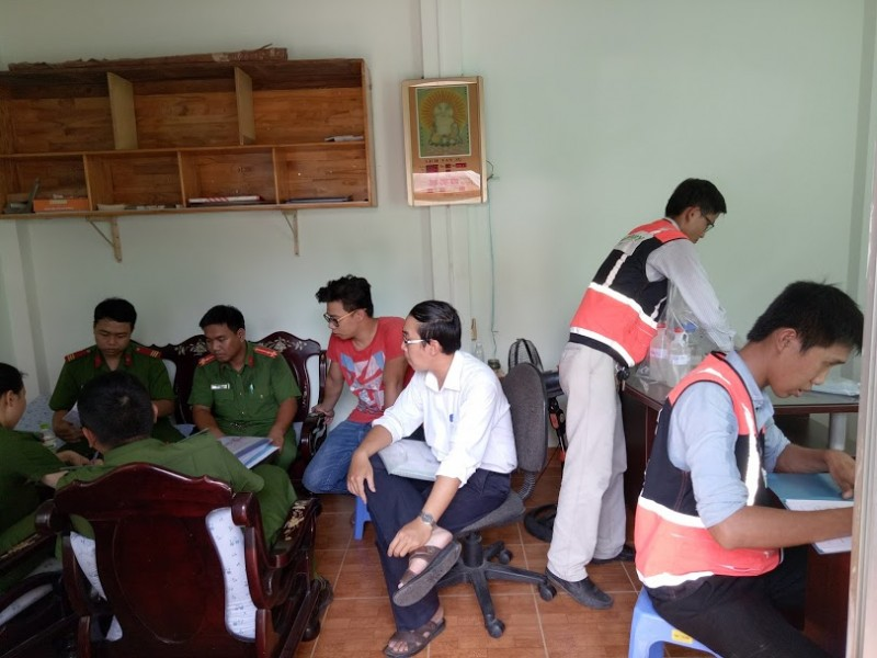 TKM lấy mẫu với Đội Cảnh sát Kinh tế Quận Bình Tân
